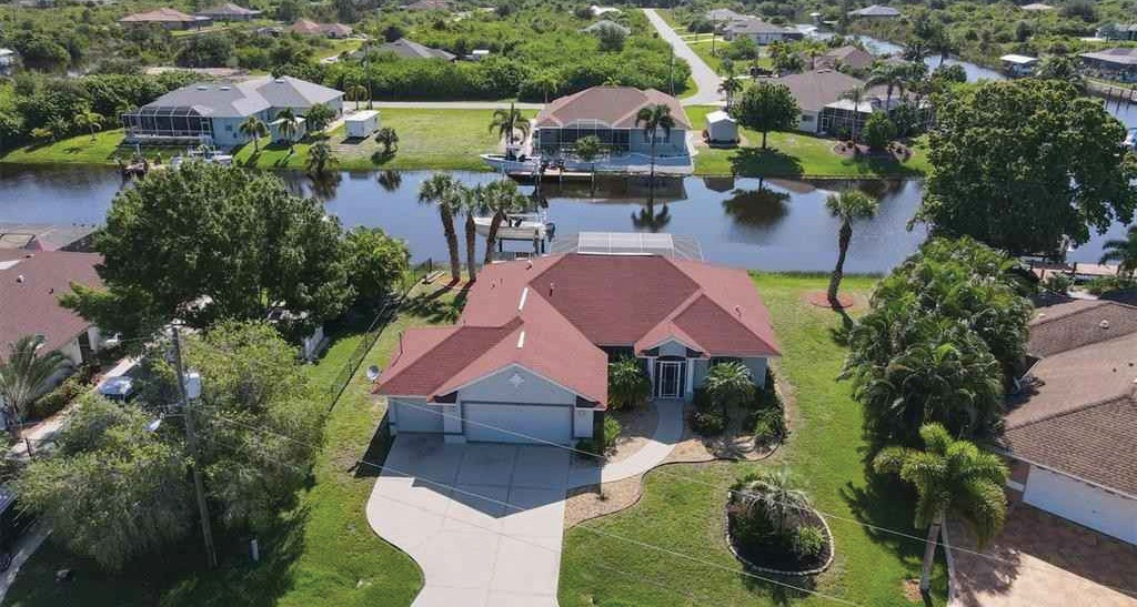 Listed at $ 529,900 by Chris Lee Paradise Exclusive Real Estate 941-698-0303